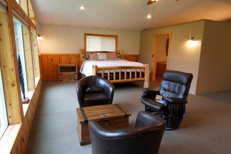 Master suite - Inviting Cabin Close to Trails & National Forest - Walla Walla - rentals