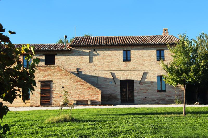 Country Cottage surrounded by vineyards - Image 1 - Macerata - rentals