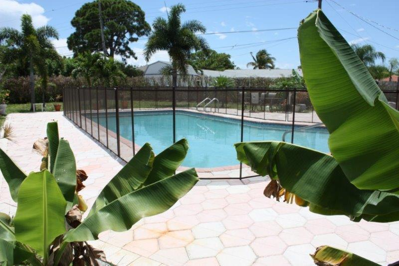 Huge 40 foot pool--everyone can swim at the same time! - Tropical Paradise--Huge Pool--1 mile from the Beach - Boca Raton - rentals