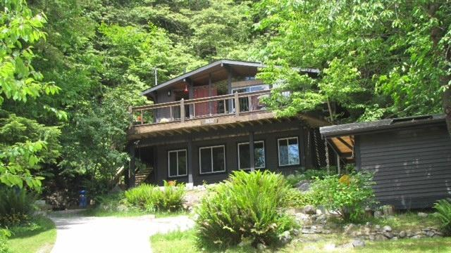 Front Yard - Welcome to Tuwanek Timbers - Sechelt - rentals