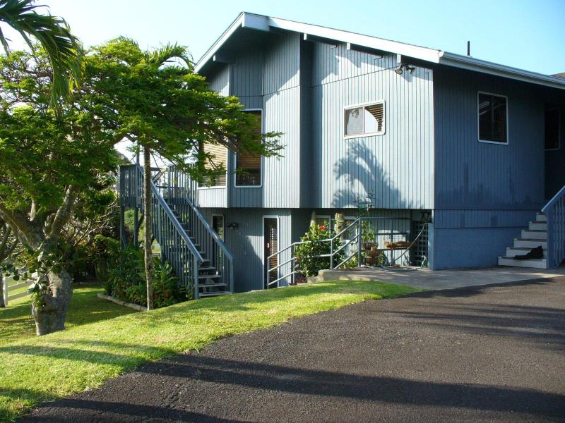 Side of home stairs to lanai big parking area - Maui One .... Upcountry Mountains - Makawao - rentals