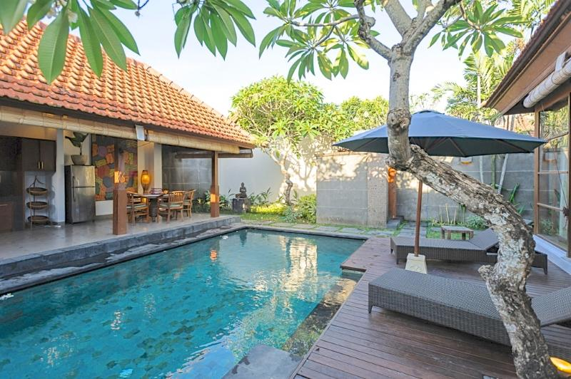 COMFORTABLE 2 BEDROOM VILLA CLOSE TO EVERYTHING - Central 2 Bdrm Villa with Pool, right in the heart of Sanur, close to shops and beach. Great Location! - Sanur - rentals