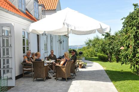 A nice rest on the terrace - Lyngholm Landsted Bed & Breakfast, Holbæk, Denmark - Moerkoev - rentals