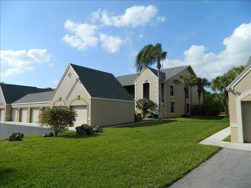 Front of unit - Near Beaches! Just remodeled! Gated golf community - Fort Myers - rentals