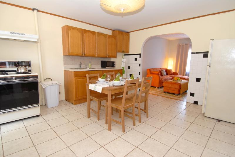 Spacious kitchen with dining area - Comfortable 2BR apartment in Williamsburg - Brooklyn - rentals
