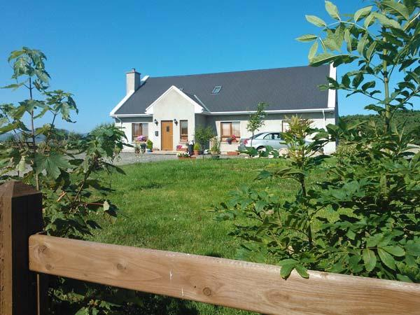 WILLOW COTTAGE, great touring base, en-suite facilities, off road parking, garden, near Narin, Ref 21403 - Image 1 - Narin - rentals