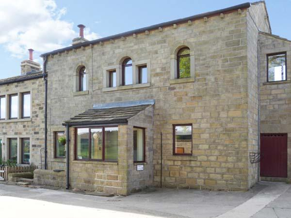STABLE LOFT, en-suite facilities, romantic cottage, great views, near Haworth, Ref. 22470 - Image 1 - Haworth - rentals