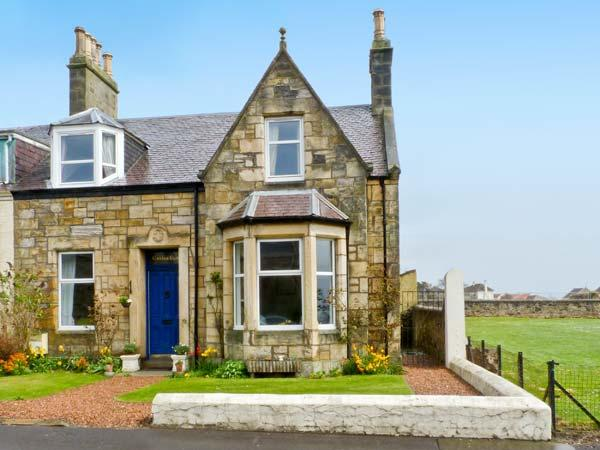 CASTLE CLIFF, pet-friendly cottage hear harbour, enclosed garden, close amenities, Cellardyke, Anstruther Ref 25277 - Image 1 - Anstruther - rentals