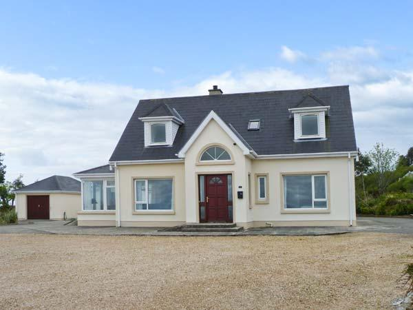 MOOR COTTGE, pets welcome, wet room, multi-fuel stove near Rathmullan, Ref. 25592 - Image 1 - Rathmullan - rentals