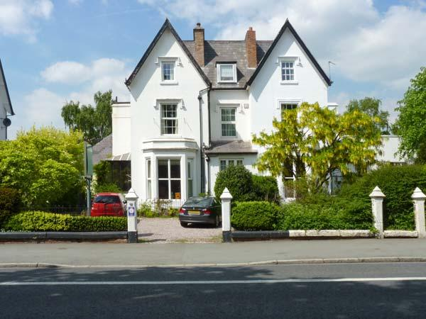 NUMBER 38, spacious cottage, WiFi, en-suite facilities, in Chester, Ref. 26710 - Image 1 - Chester - rentals