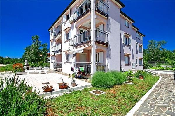 Apartment for 5 persons near the beach in Novigrad - Image 1 - Karigador - rentals