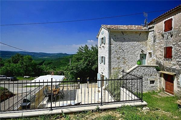 Attractive holiday house for 5 persons, with swimming pool , in Livade - Image 1 - Motovun - rentals