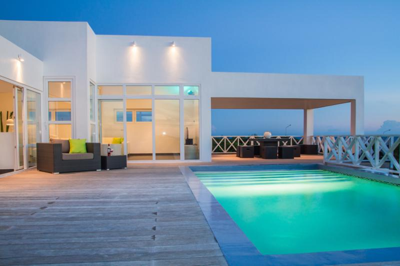 Villa Caribbean Breeze, a new, modern and spacious Villa with wonderful sea view - Image 1 - Willemstad - rentals