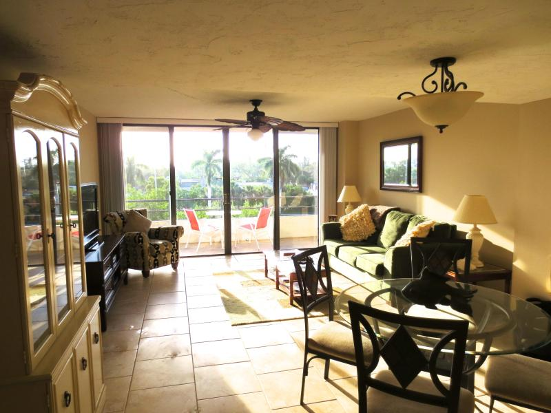 Living Room - Bright, updated condo, just steps to the beach - Siesta Key - rentals