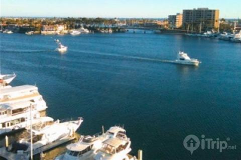 Waterfront Condominium with Panoramic Views of Newport Harbor and the Pacific Ocean - 2Bd/2Ba (3596416) - Image 1 - Newport Beach - rentals