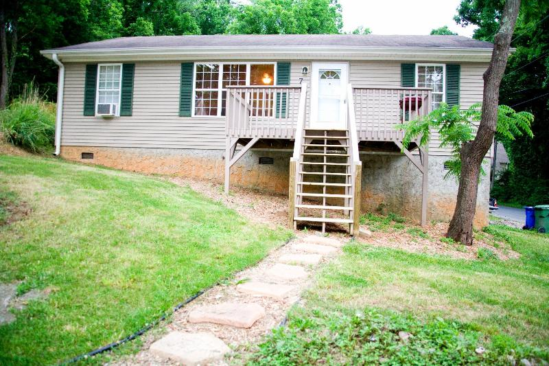 Asheville Retreat is waiting for you! - Biltmore South! Pet friendly, comfortable, cozy! - Asheville - rentals