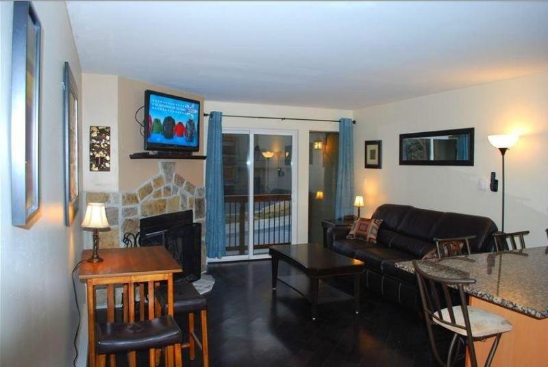 Living Room - New Luxury Condo Across from Lifts Dshwshr TV in Bedroom Wifi - Park City - rentals