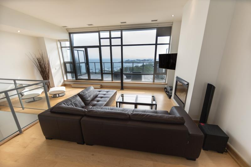 Living Area + Den - Downtown Luxury On Lake 2 Stories Penthouse - Toronto - rentals