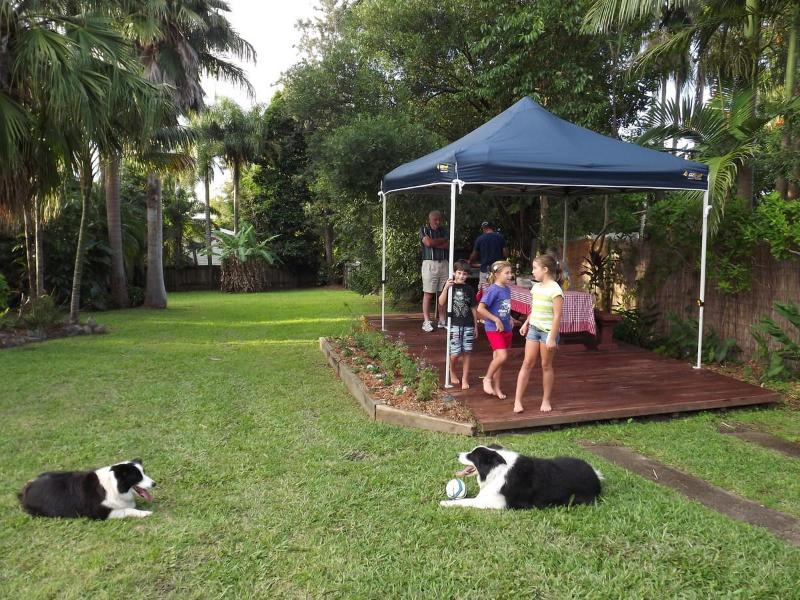 Barbecue area and large fenced yard - Affordable family and pet friendly Sunshine Coast - Yandina - rentals