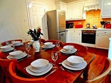 Dinning Area - A Superb Modern Contemporary 3 Bathroom Large Group Town House - Brighton - rentals