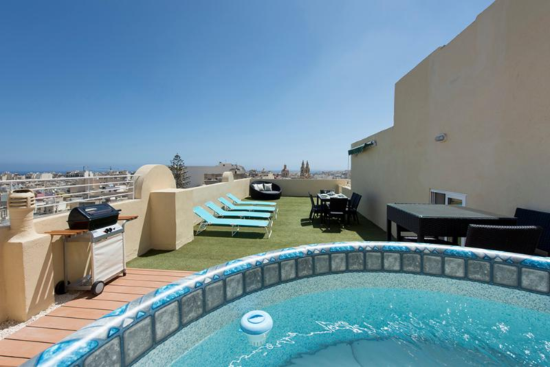 Astounding views 2-bed pth with large terrace - Image 1 - Sliema - rentals