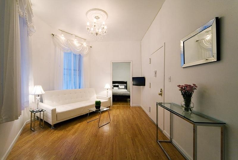 NYC Three Bedroom Theater District - Key 539 - Image 1 - New York City - rentals