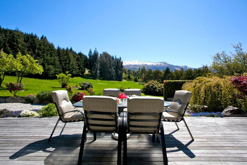 Deck and Views - Serenity Found - Queenstown Holiday Home - Queenstown - rentals
