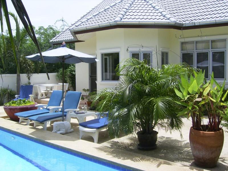 The pool terrace - Raya Villa - Pool Villa in Hua Hin Thailand - Hua Hin - rentals