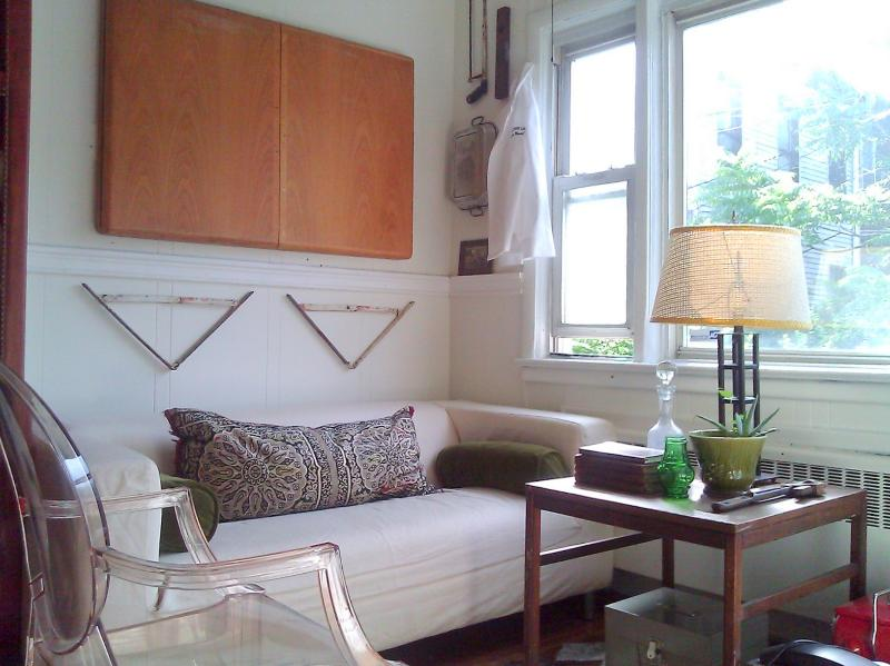 Sitting area w/ large bay window. - Modern Country - Sleeps 5 - Jersey City - rentals