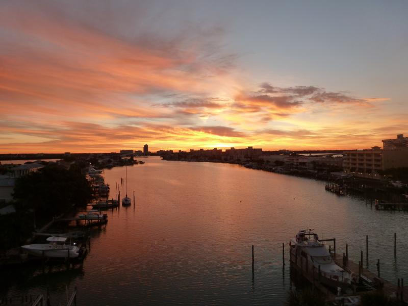 Intracoastal waterfront 3 Bedroom 2 bathroom condo 1 1/2 blocks ton Clearwater Beach, Florida - Waterfront 3 BR 2 BA condo Close to beach Sleeps 8 - Clearwater - rentals