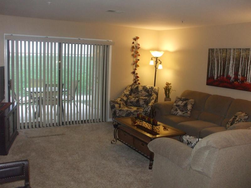Living Room/ Patio with Park-Like Setting - $129/nt*By Strip*Walk-In*Nice Condo*Pools/Hot Tub - Branson - rentals