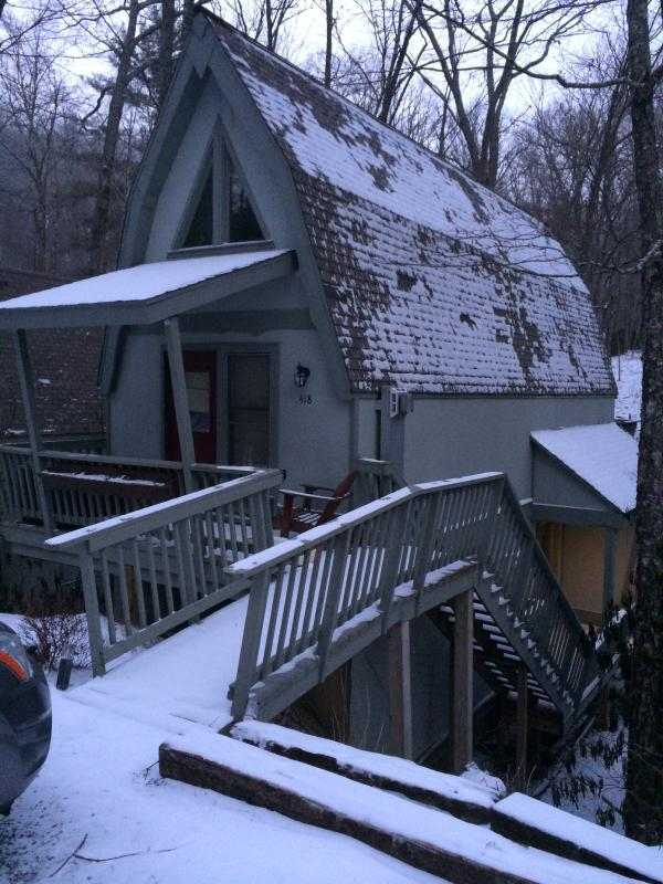 front of house after snowfall - Blowing Rock Chalet on the river close to downtown - Blowing Rock - rentals