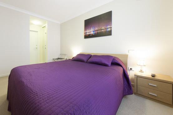 Queen size bedroom including wall mounted TV - One Bedroom Apartment @ The Waldorf - Perth - rentals