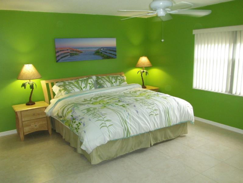 Master Bedroom with King bed - RENOVATED. NEXT TO PIER. LARGE HEATED POOL - Cocoa Beach - rentals