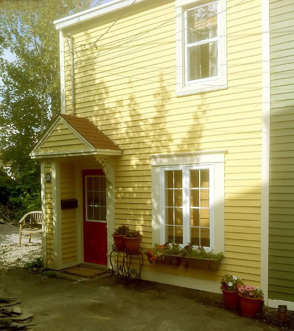 Off street parking - The Yellow Jelly Bean House in Old St. John's - Saint John's - rentals