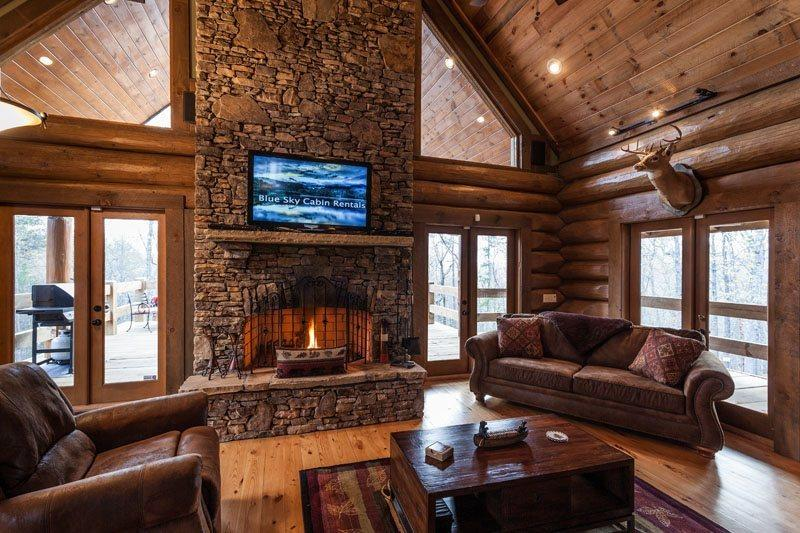 Great Room with a wood burning fireplace and a 42 inch flat screen TV - Canadian Lodge - Morganton GA - Blue Ridge - rentals