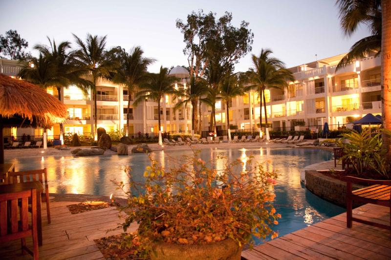 DIRECT POOL ACCESS APT 5313 - Image 1 - Palm Cove - rentals