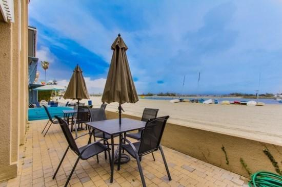 Building is located directly on Mission Bay. Private patio and view North. - Anne's Bayfront Beach House in Quiet South Mission Beach - San Diego - rentals