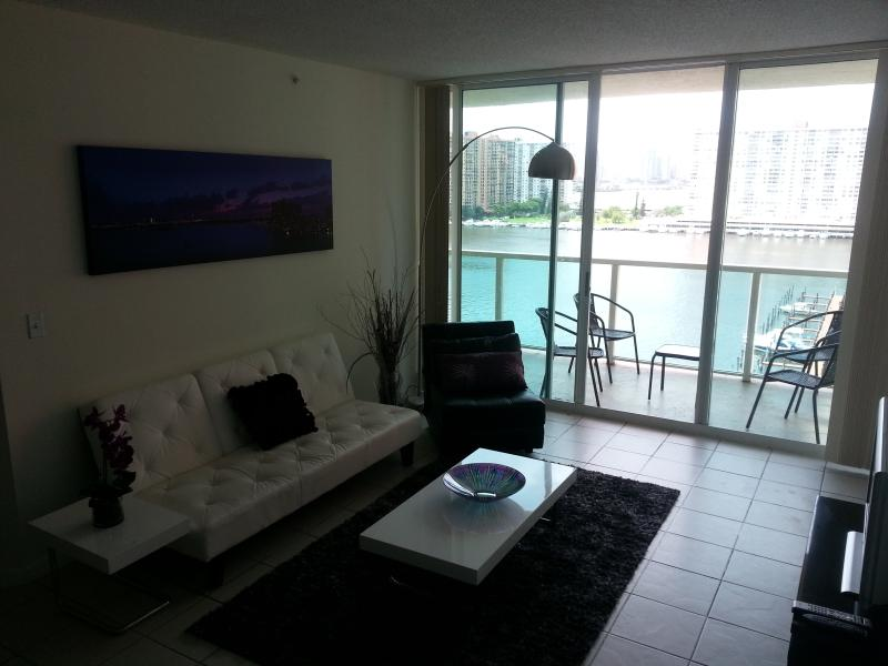 Waterfront,Beaches,Marina,Live Atmosphere,Location - Image 1 - Sunny Isles Beach - rentals