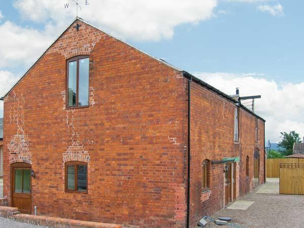 THE MILL HOUSE, spacious luxury cottage with hot tub, sauna, woodburner, pool table, games room, Alberbury Ref 15917 - Image 1 - Shropshire - rentals