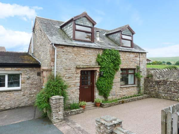 MEWS COTTAGE, cosy cottage with open fire, walled garden, close Ullswater in Pooley Bridge Ref 25680 - Image 1 - Pooley Bridge - rentals
