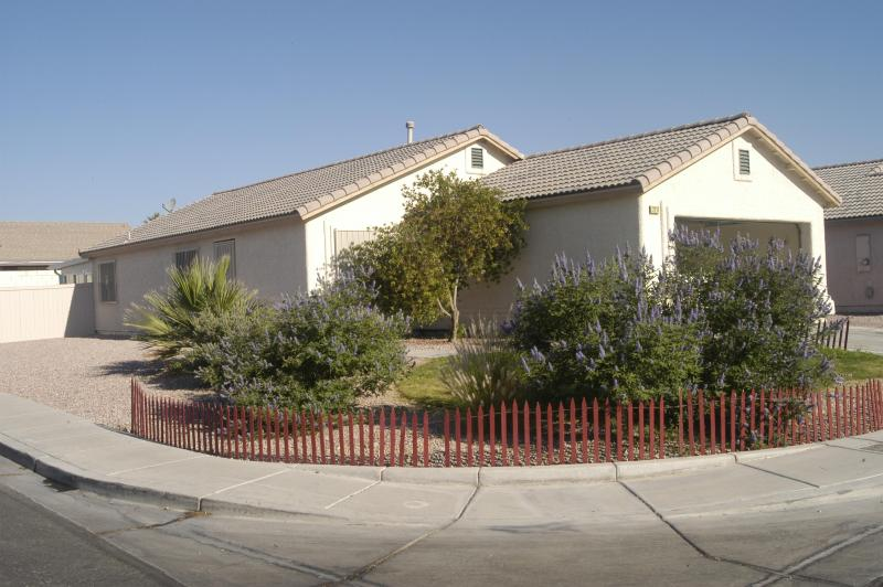 Outside View - Affordable Whole House in Vegas - North Las Vegas - rentals