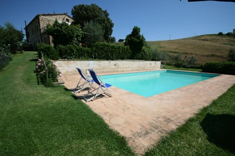 Casa Linda - Farmhouse with 8 sleeps - Image 1 - Casole D'elsa - rentals