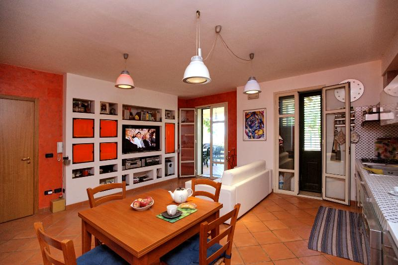 Lovely little house facing the sea - White Rocks - - Image 1 - Noto - rentals