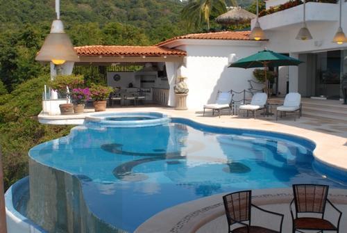 ACA - BEK06 Stylish retreat in a semi secluded area and within easy walk to a beach access - Image 1 - Acapulco - rentals