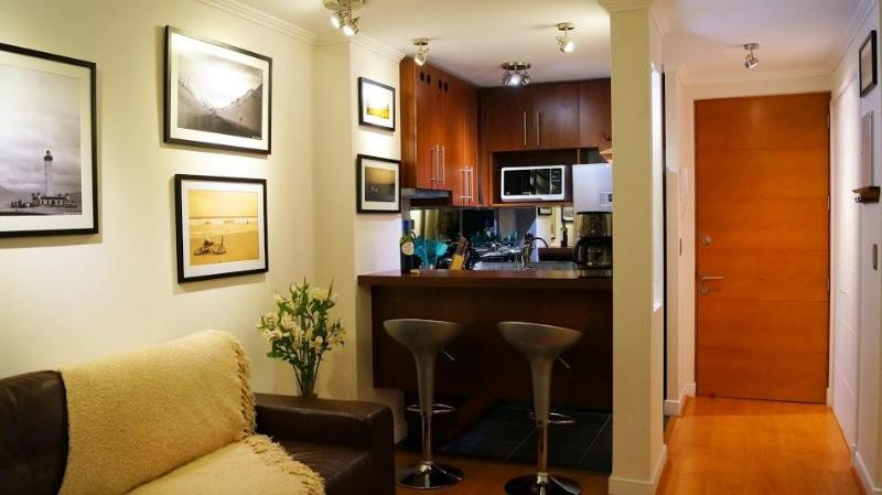 Kitchen and living area - Beautiful 2 BR / 2 BATH apartment in Providencia / Parking / WIFI / AC - Santiago - rentals