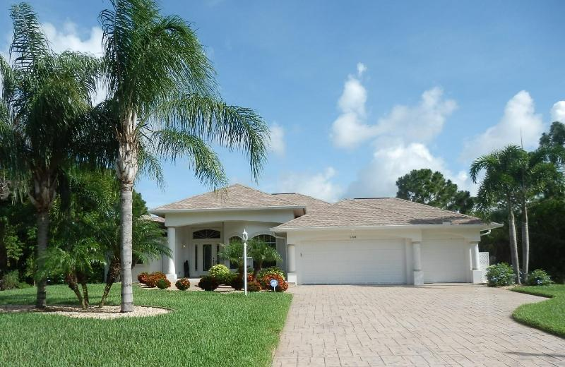 Sand Dollar Villa - A rare find in  SW Florida - Sand Dollar Villa- Stunning!  Pool, Spa, Golf Deal - Rotonda West - rentals