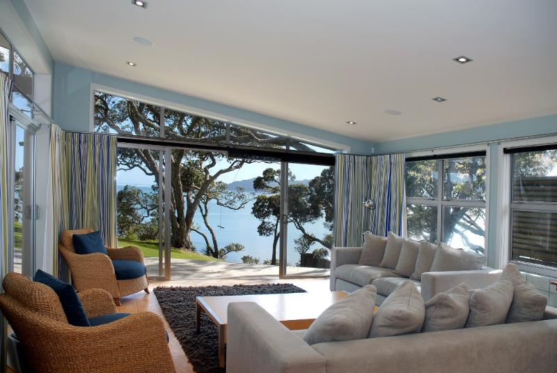 Living Room - Absolute Waterfront Coopers - Mangonui - rentals