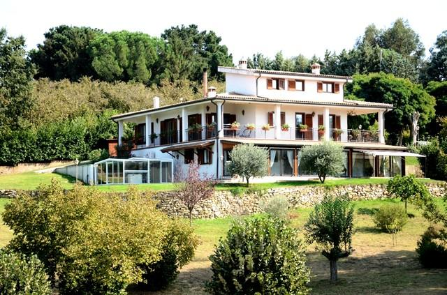 northwestern side of the Country House with the SPA area on the left (north) - Holiday Home with own SPAAHHH...!!! - Bassano Romano - rentals