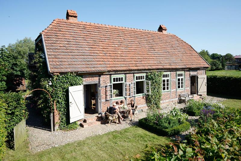 Cosy little Cottage with large Garden near the Schalsee (Unesco saved heritage region) - Image 1 - Wesenberg - rentals